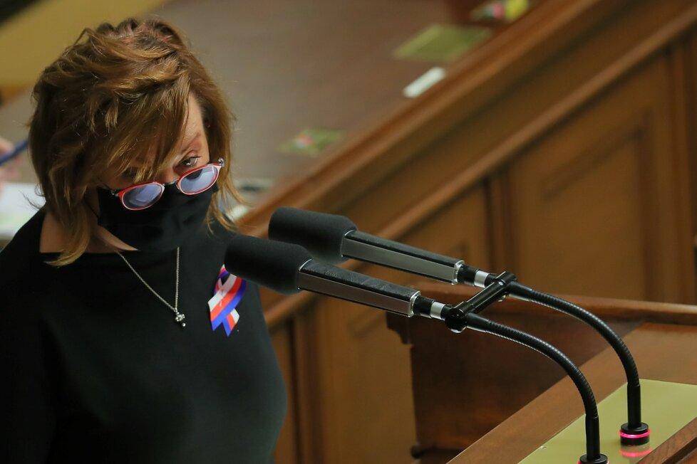 Ministryně financí Alena Schillerová na jednání Poslanecké sněmovny o státním rozpočtu. (11. 11. 2020)