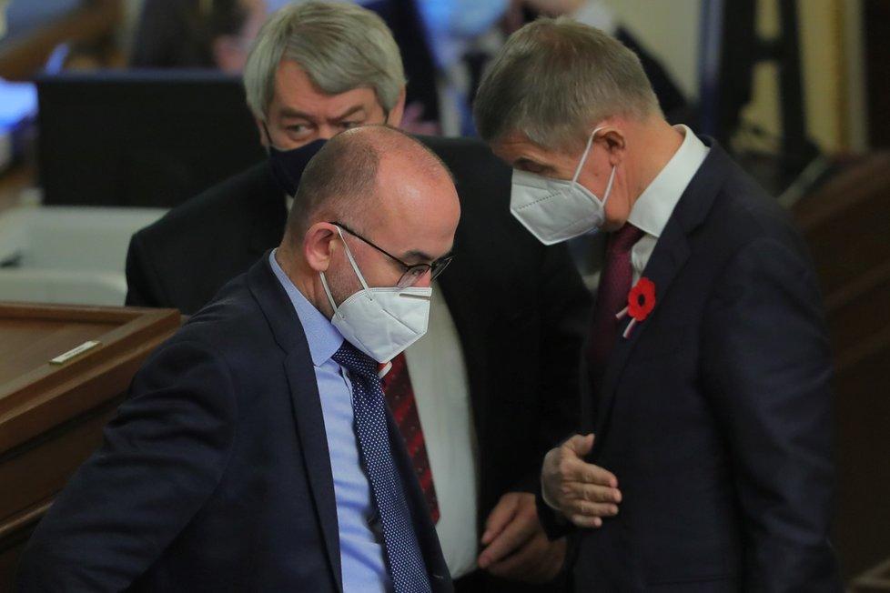 Premiér Andrej Babiš (ANO) s ministrem zdravotnictví Janem Blatným (za ANO) ve Sněmovně (11.11.2020)