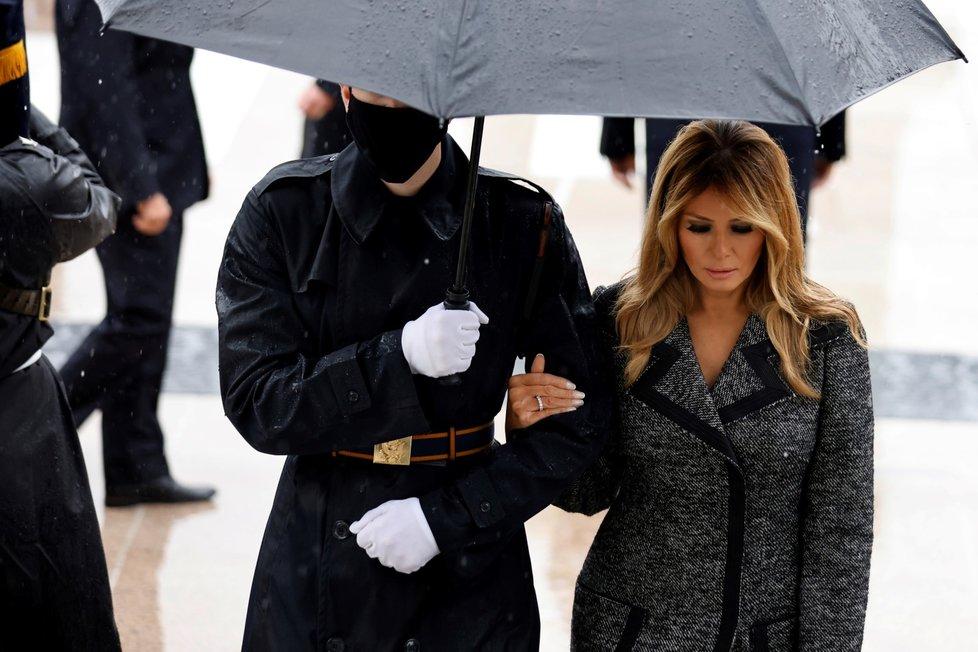 Melania Trumpová u hrobu neznámého vojína.
