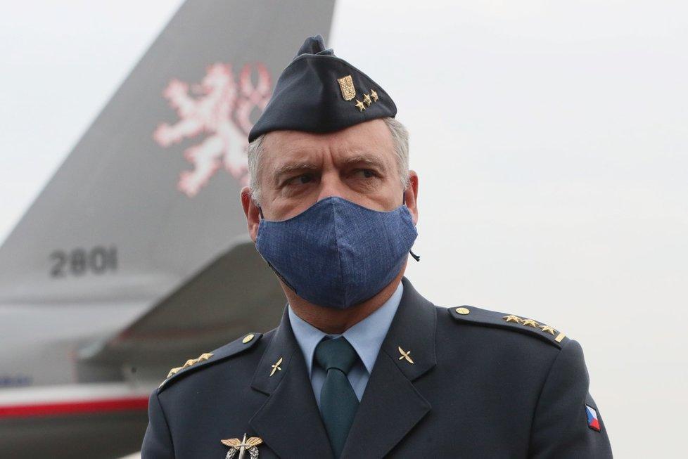 Armádní speciál přepravil ostatky Michaely Tiché do vlasti, 13. listopadu 2020.
