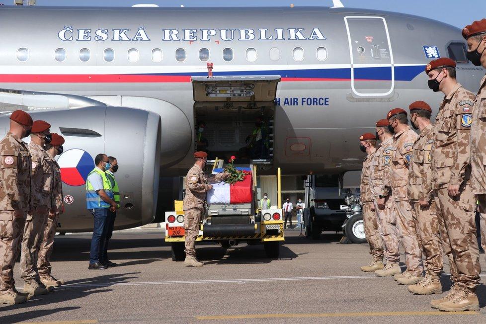 Poslední rozloučení s vojačkou Michaelou Tichou na Sinaji, kde zemřela. 13. 11. 2020
