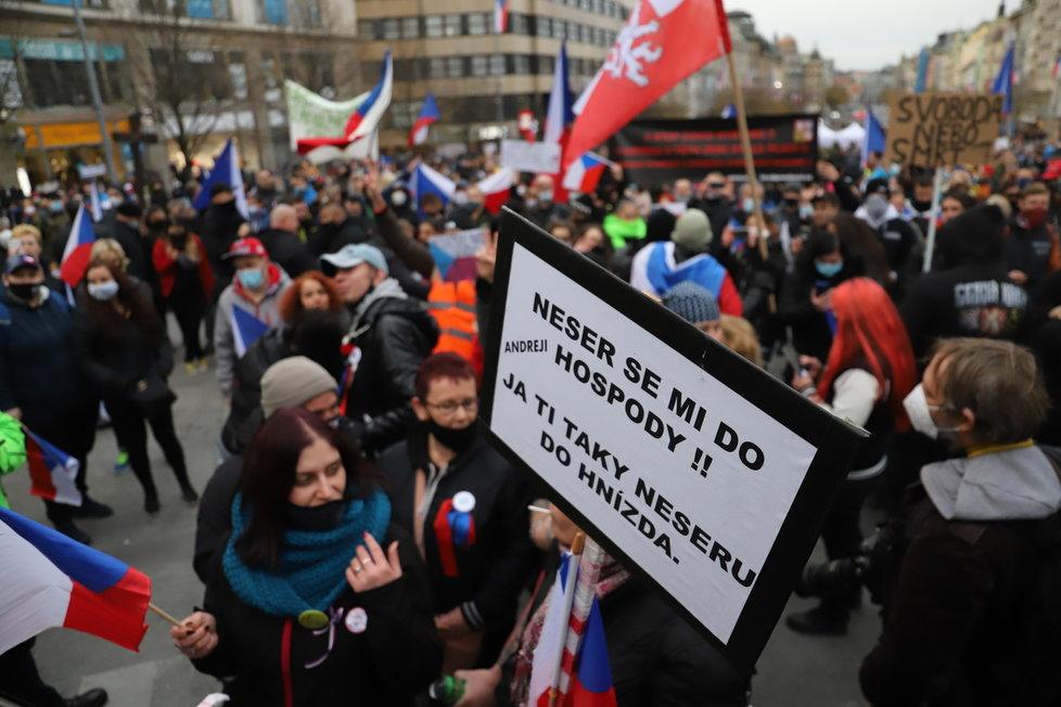 Na Václavském náměstí se sešli lidé, kteří protestovali proti vládním nařízením. (17.11. 2020)