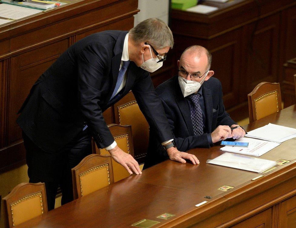 Vláda Andreje Babiše žádá ve Sněmovně o další prodloužení nouzového stavu. Tentokrát až do 20. prosince