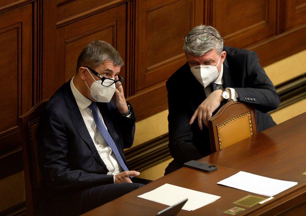 Sněmovna o nouzovém stavu (19. 11. 2020): Zleva premiér Andrej Babiš (ANO) a ministr zdravotnictví Jan Blatný (za ANO)