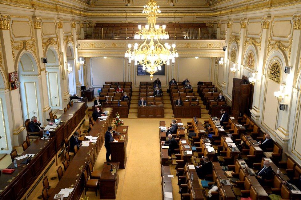 Vláda nemá v Poslanecké sněmovně dohodnuté prodloužení nouzového stavu o celých 30 dní. (19. 11. 2020)