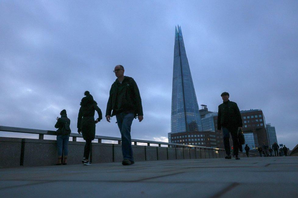 Téměř prázdné ulice Londýna během pandemie koronaviru.