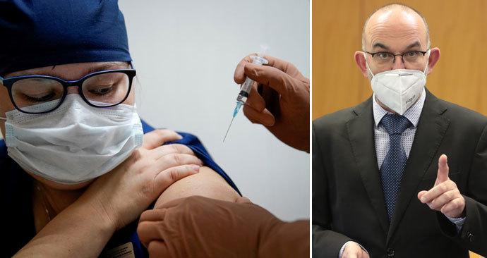 Takhle se lže o vakcíně: Sterilizace, zabíjení i změna DNA, hoaxy straší i ochrnutím. Blatný varuje