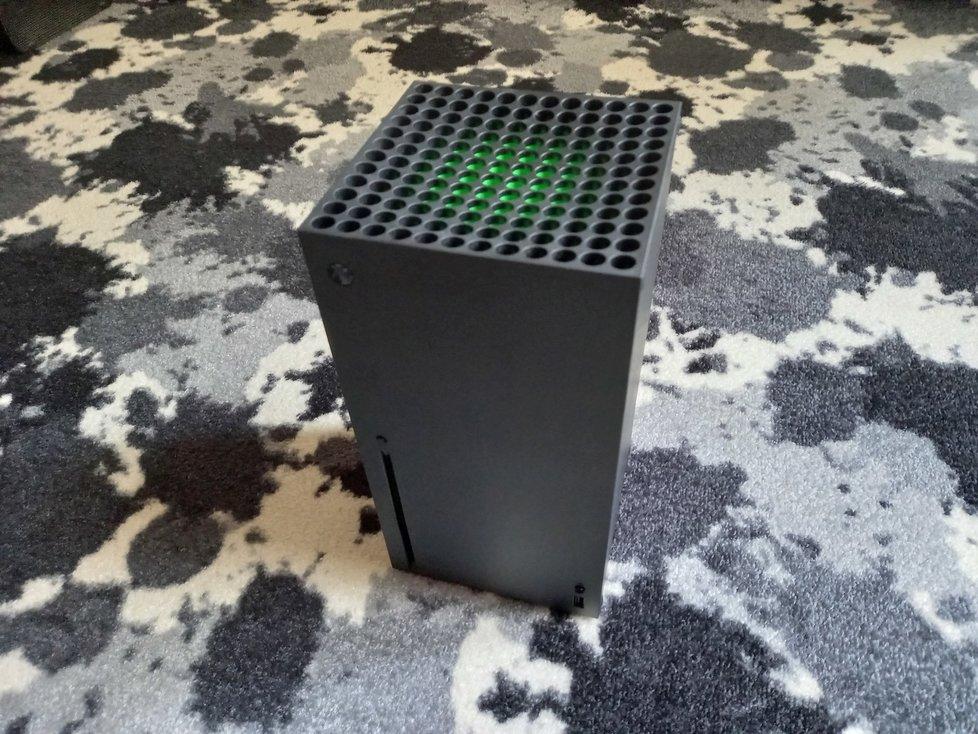 Konzole Xbox Series X vestoje.