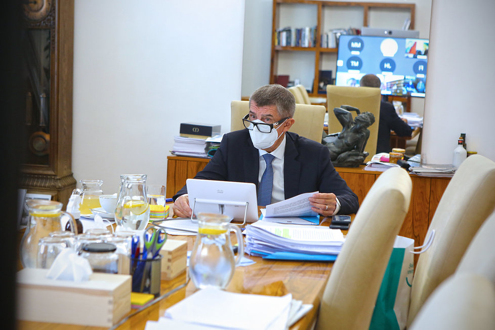 Premiér Andrej Babiš (ANO) během jednání vlády