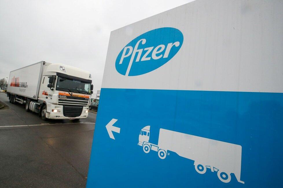 Pfizer posílá z Belgie první vakcíny do Británie.