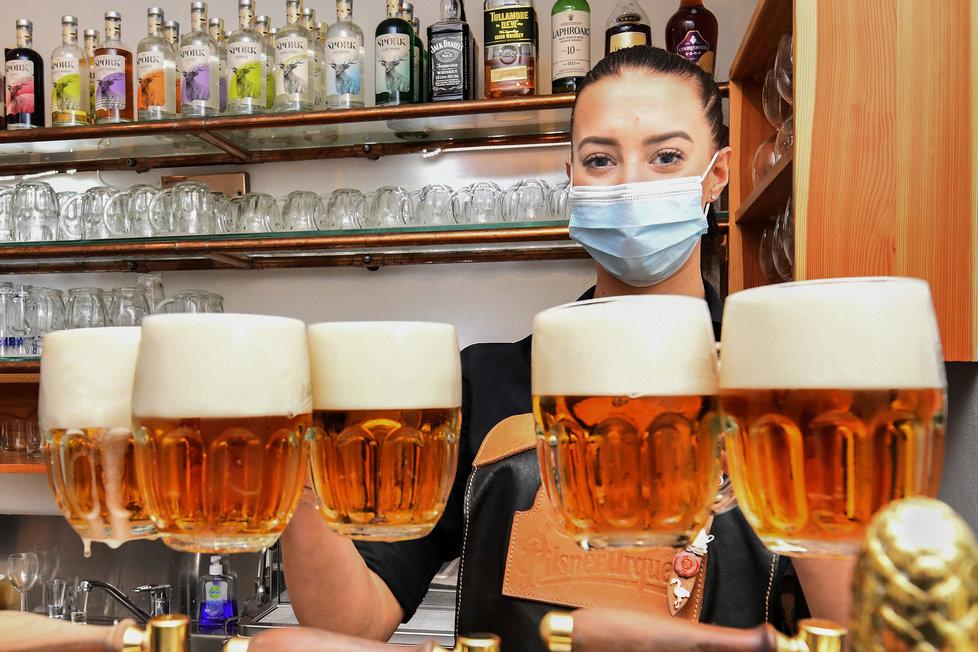 Koronavirus v ČR: Znovuotevření restaurací v Plzni (3.12.2020)