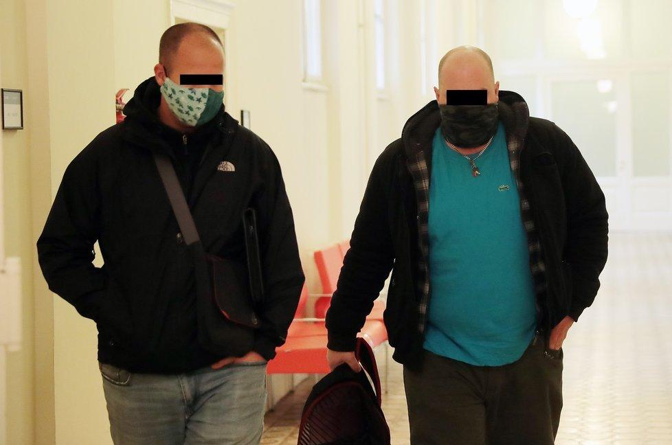 Svědek Jaroslav F. (vpravo) u soudu 4. prosince 2020.