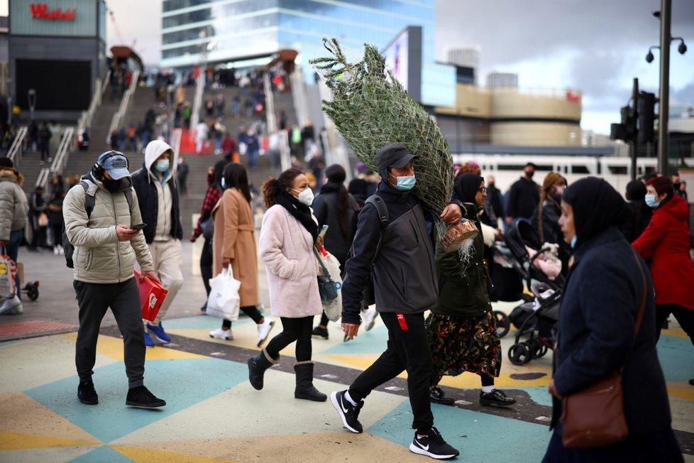 Vánoční nákupy v Londýně.