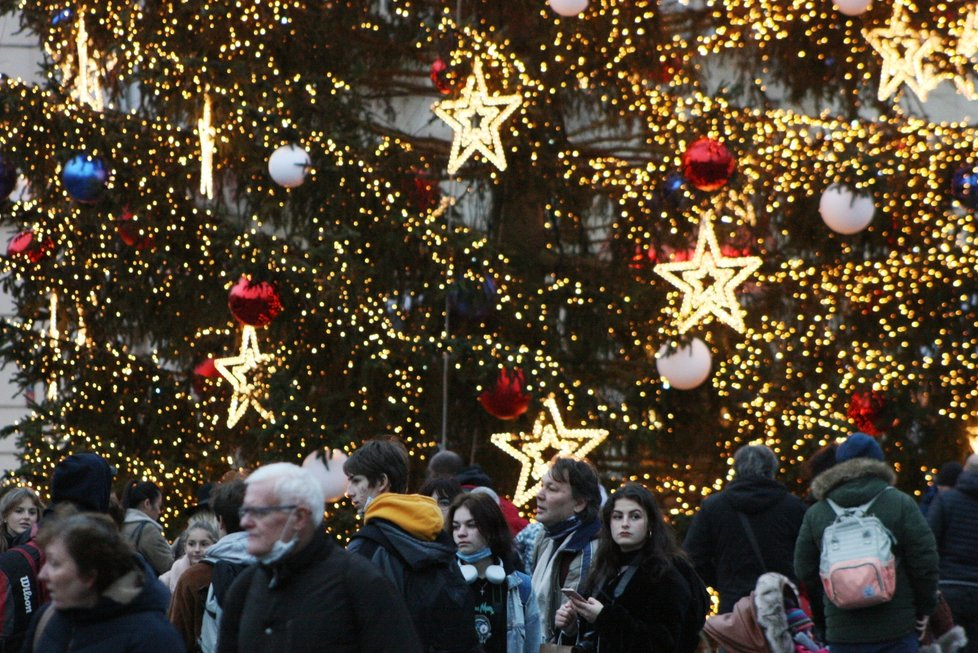 Vánoční strom na Staroměstském náměstí 8. prosince