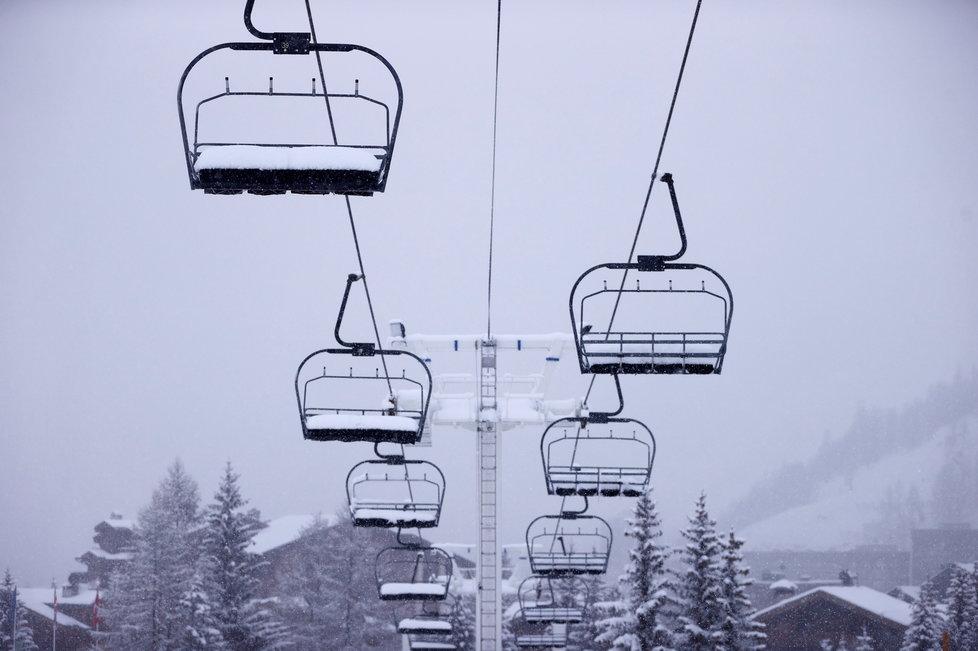 Francouzské lyžařské skiareály zejí prázdnotou (12.12.2020)