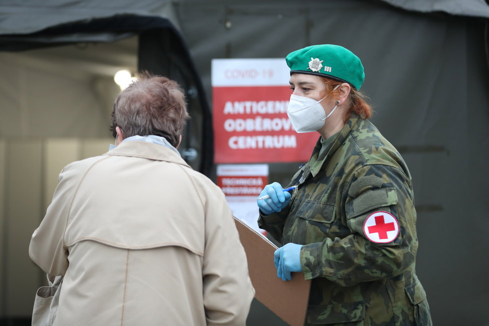 Start plošného antigenního testování v ČR: Vojenská nemocnice v Praze (16.12.2020)