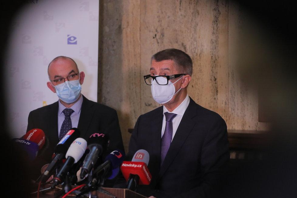 Premiér Andrej Babiš (ANO, vlevo) a ministr zdravotnictví Jan Blatný (za ANO)