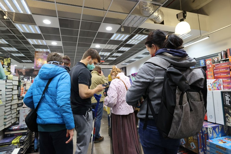 Češi poslední víkend před Štědrým dnem zaplnili obchodní centra (19.12. 2020)
