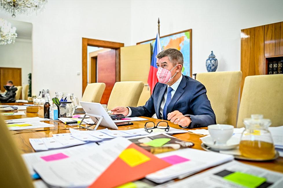 Premiér Andrej Babiš (ANO) na jednání vlády (21. 12. 2020)