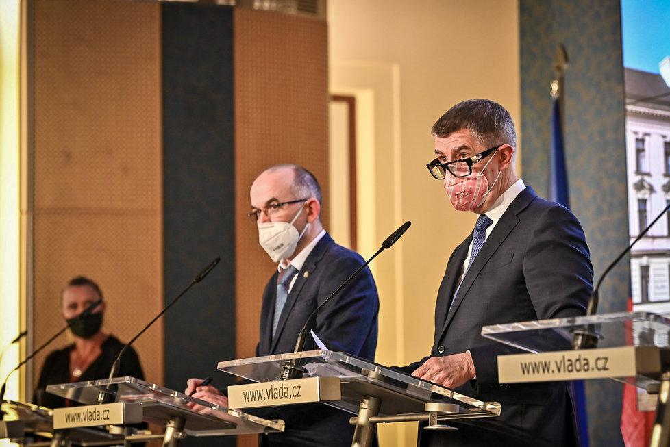 Ministr zdravotnictví Jan Blatný (za ANO, vlevo) a premiér Andrej Babiš (ANO) po jednání vlády (21. 12. 2020
