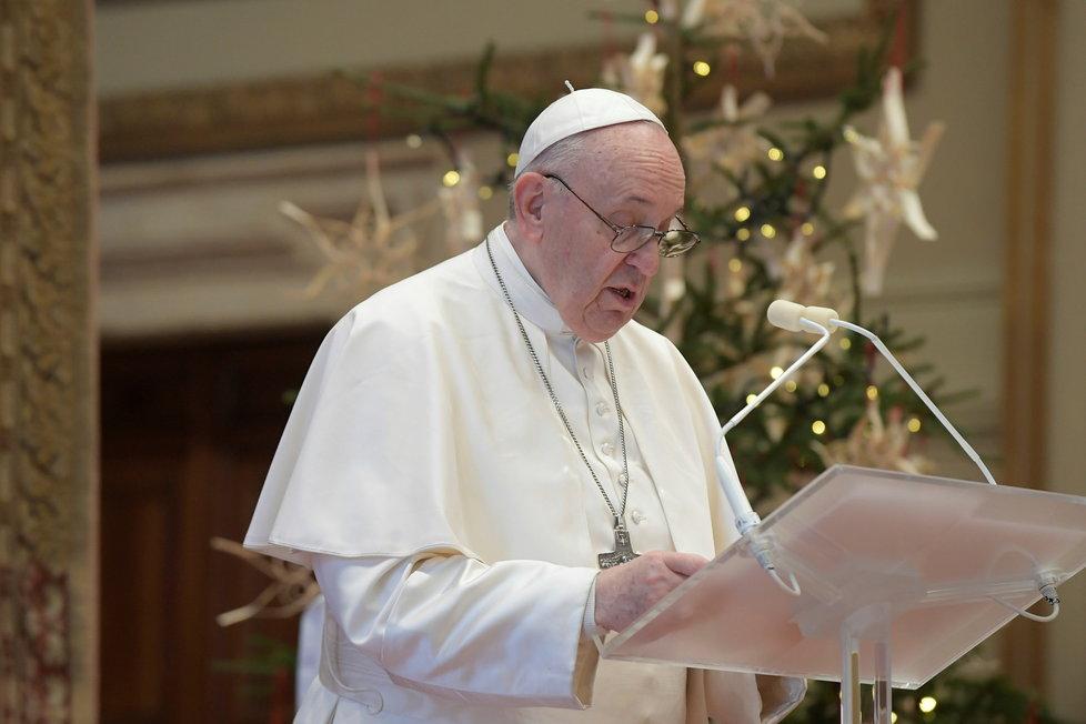 Papež v poselství Urbi et orbi vyzval k solidaritě a mezinárodní spolupráci v pandemii covidu-19, aby všichni měli přístup k vakcíně a léčbě, (25.12.2020).