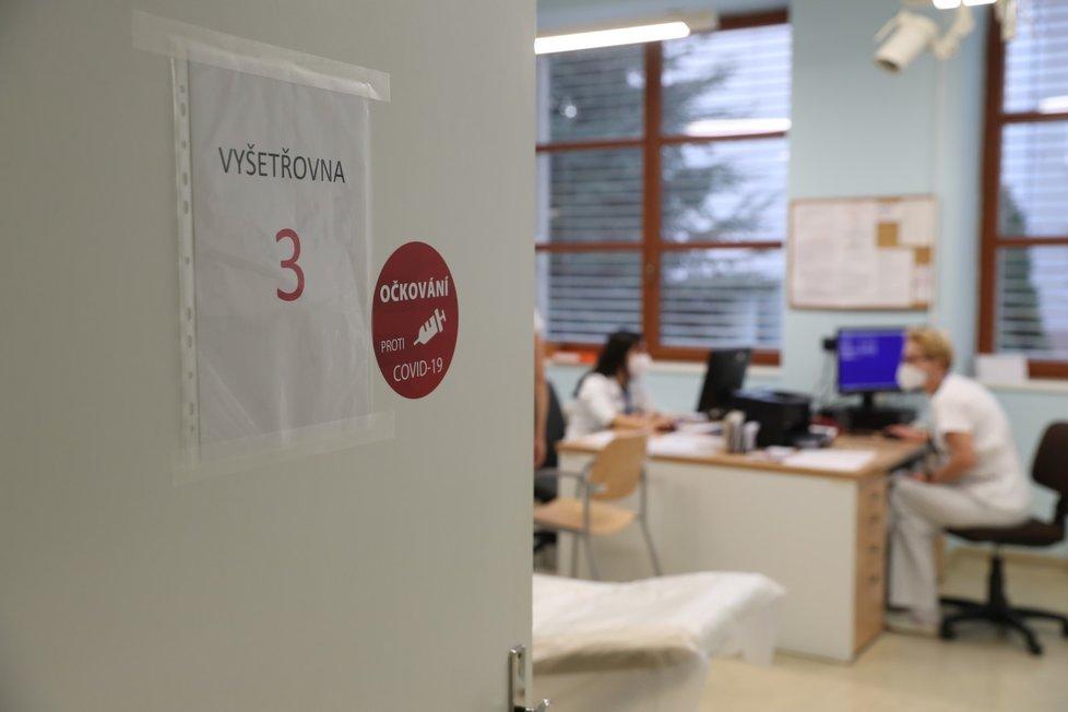Vakcína proti covid-19 od firem Pfizer/BioNTech už je v Česku. Na fotografii místnost v Ústřední vojenské nemocnici v pražských Střešovicích (27. 12. 2020)