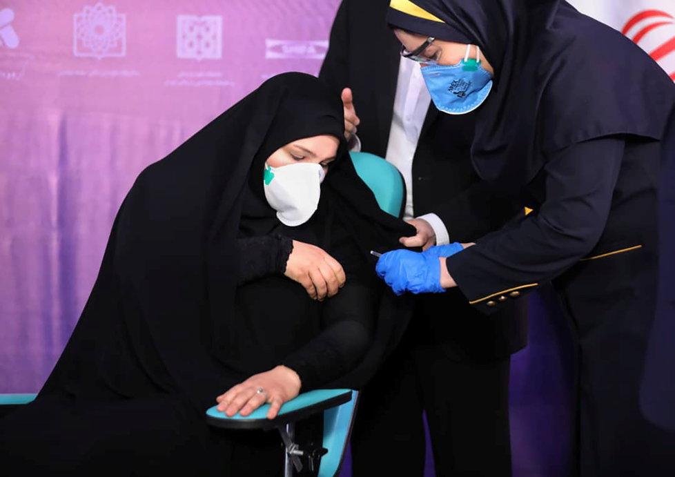 V Íránu se začalo očkovat domácí vakcínou společnosti Shifa Pharmed (29. 12. 2020)
