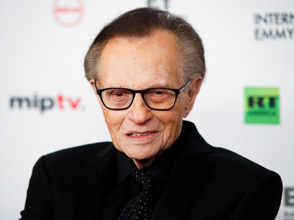 Legendární americký moderátor Larry King se nakazil nemocí covid-19.