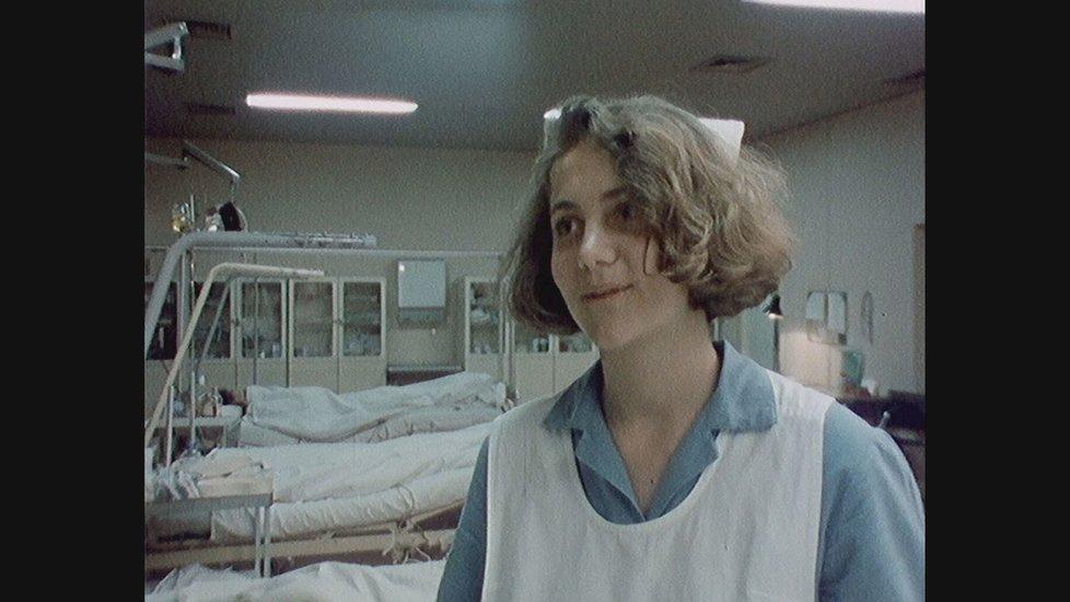 Ukázky z dokumentu o Ester Janečkové: Ester se chtěla v mládí stát sestřičkou.
