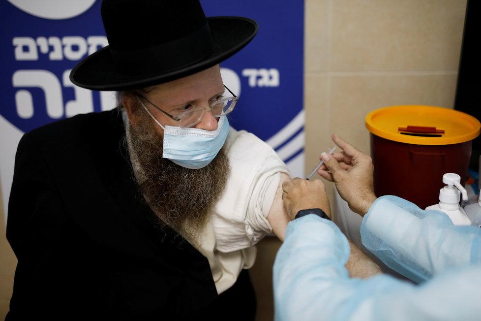 V Izraeli pokračuje očkování proti koronaviru (6.1.2021)