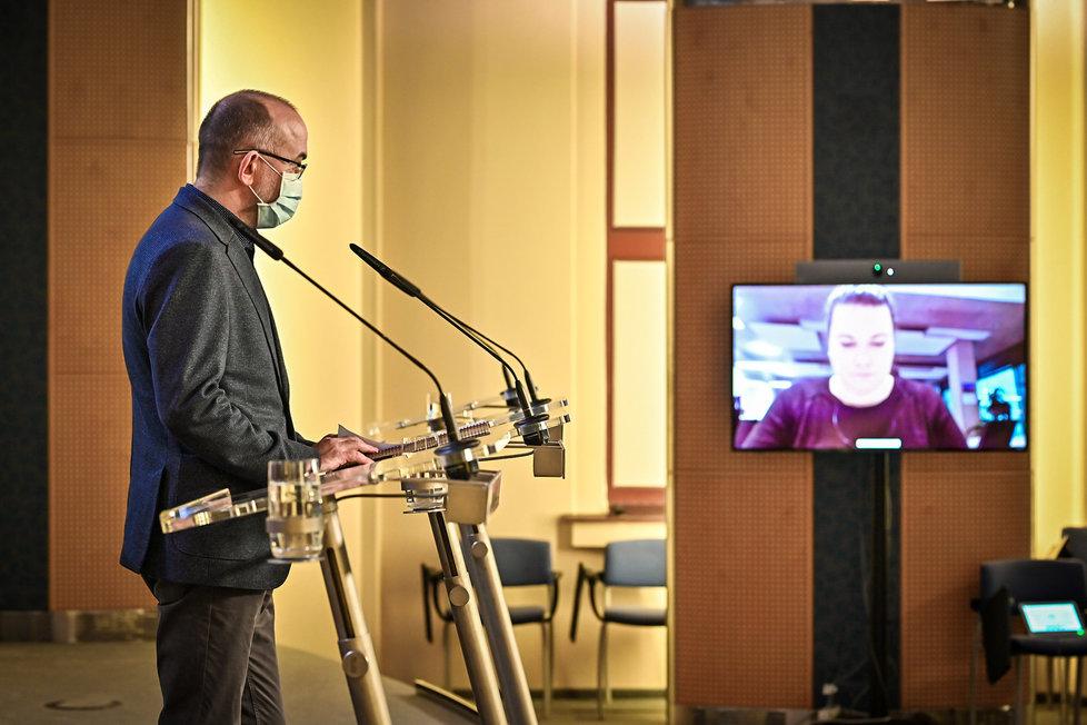 Ministr zdravotnictví Jan Blatný (za ANO) na tiskovce ve Strakově akademii