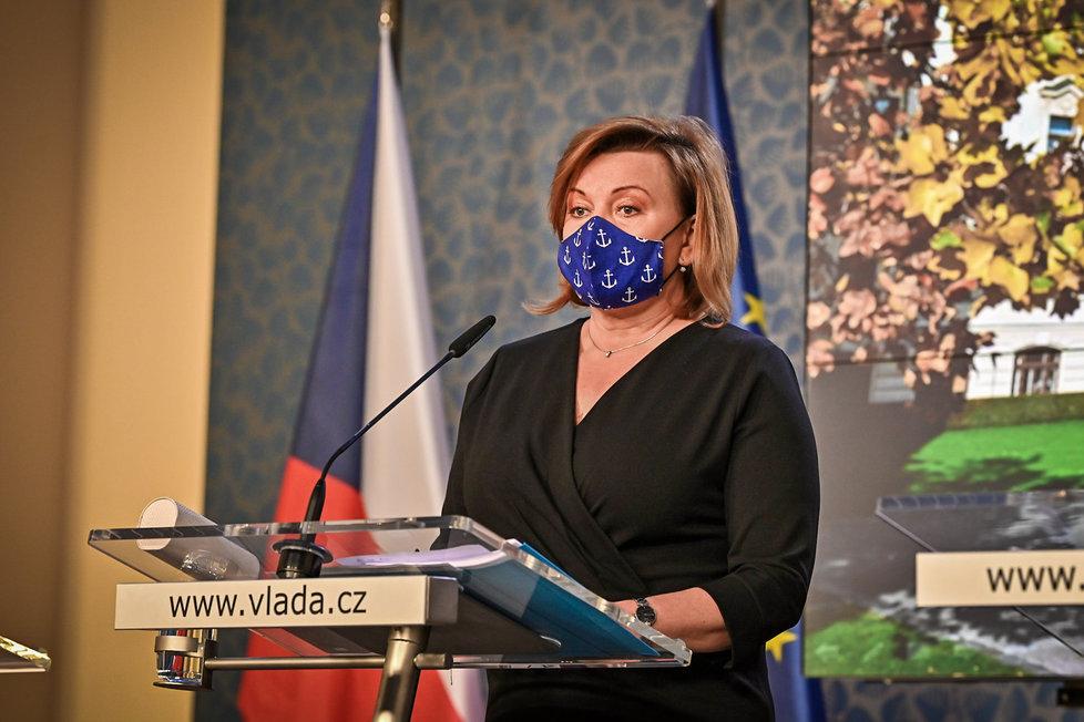 Alena Schillerová na tiskovce po jednání vlády v listopadu 2020