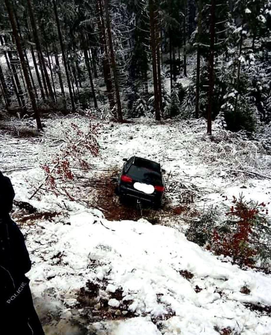 Komplikace kvůli sněhu v Pardubickém kraji (6. 1. 2021)