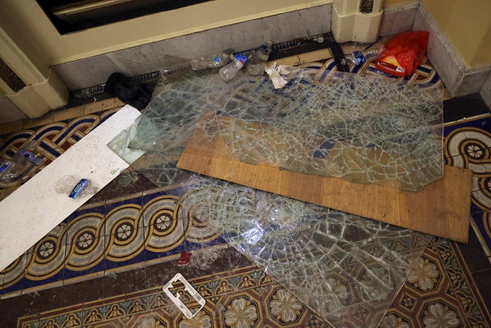 Škody v budově Kapitolu.