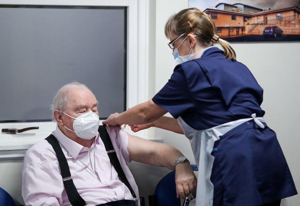 Očkování proti koronaviru v Británii