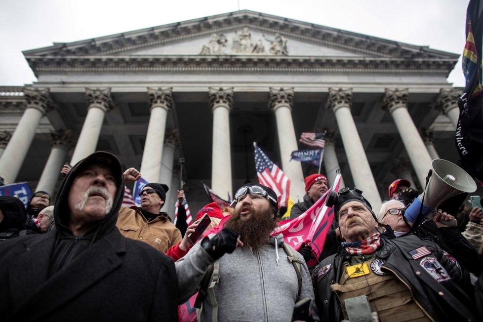 Útok Trumpových příznivců na Kapitol. (6.1.2020)