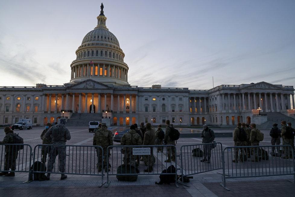 Národní garda nakonec k budově Kapitolu dorazila, (7.01.2021).