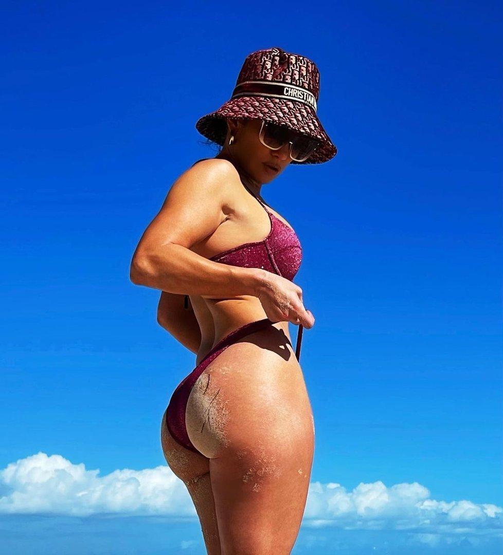 Jennifer Lopez vyšpulila zadeček.