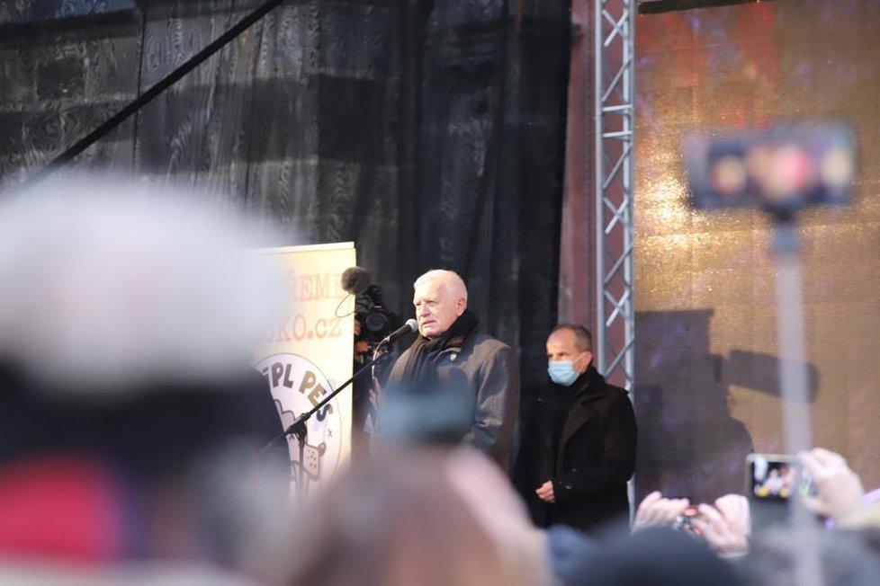 Průběh demonstrace proti vládním opatřením namířeným proti koronaviru. Vystoupil na ní například i Václav Klaus. (10. leden 2021)