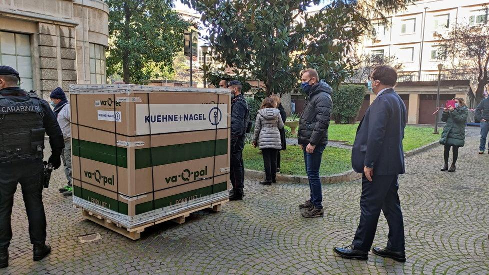Dodávka vakcíny proti koronaviru v Itálii (12.1.2021)