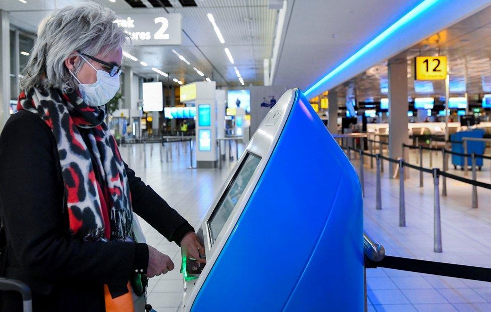 Koronavirus v Holandsku: Prázdné letiště