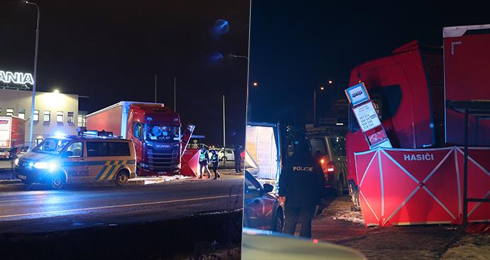 Středočeští policisté zasahovali ve středu v podvečer u smrtelné nehody těsně za hranicí hlavního města, kde zemřel řidič pod koly nejspíše vlastního kamionu.