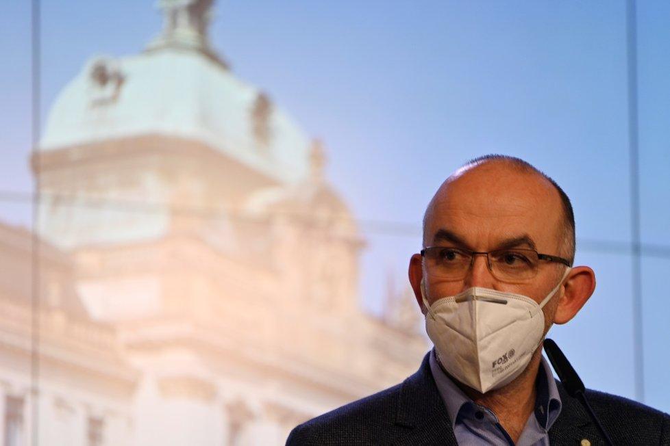 Ministr zdravotnictví Jan Blatný (za ANO) na tiskové konferenci po jednání vlády (13. 1. 2021)