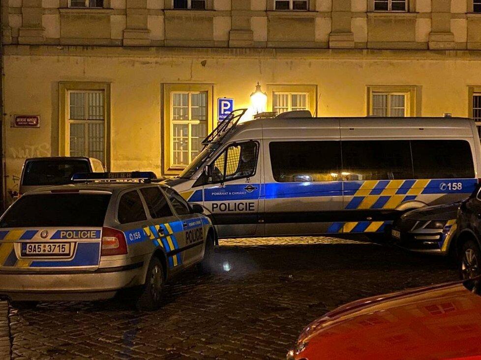 Pražští policisté rozehnali nelegální party v centr Prahy v ulici Anenská. (16. ledna)