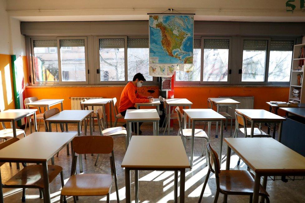 Pražský soud rozhodl o tom, že gymnázium Na Zatlance musí obnovit denní formu vzdělávání. (ilustrační foto)