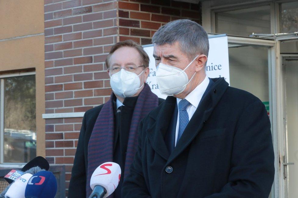 Andrej Babiš a ředitel vinohradské nemocnice Petr Arenberger, 22. ledna 2021