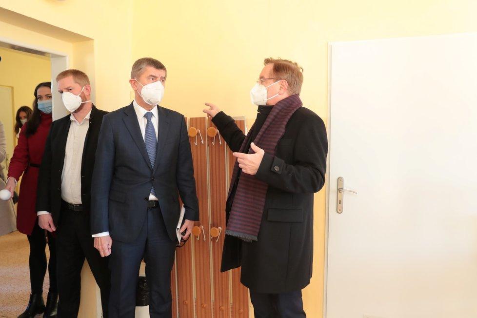 Andrej Babiš a ředitel vinohradské nemocnice Petr Arenberger, 22. ledna 2021.