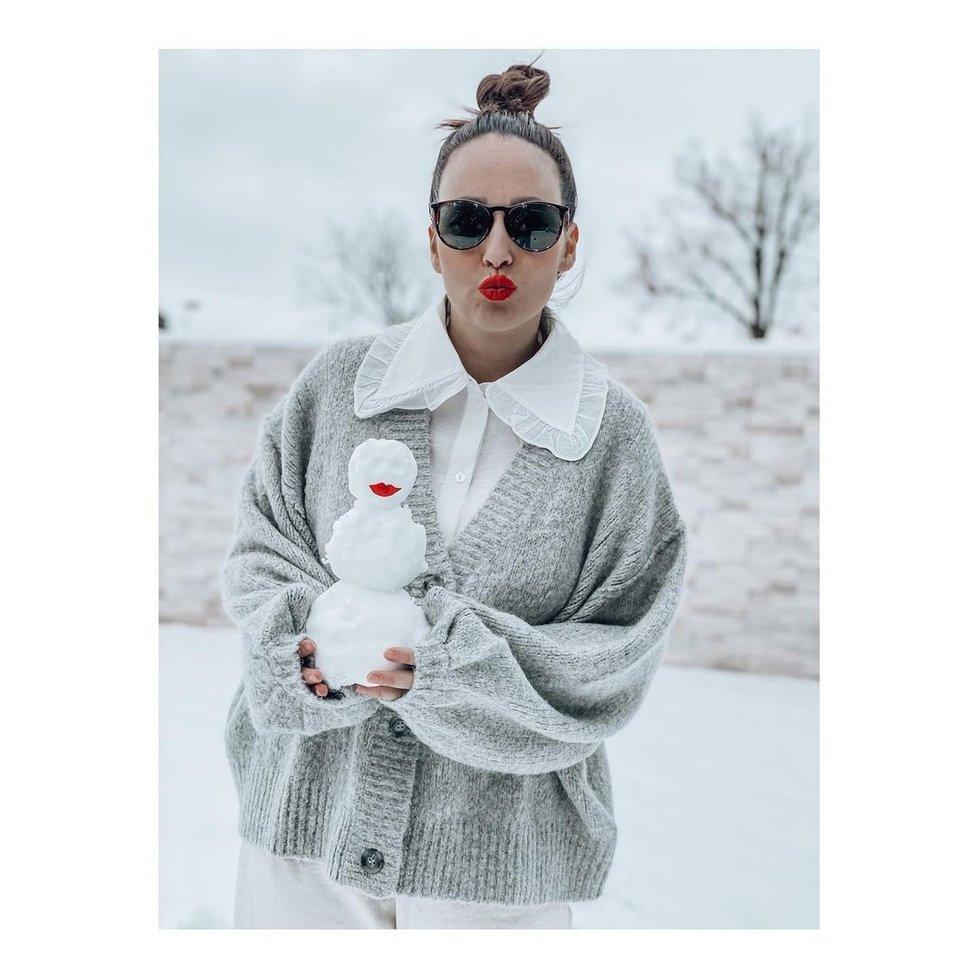 Veronika se chtěla pochlubit sněhulačkou, schytala ovšem kritiku svého oblečení.