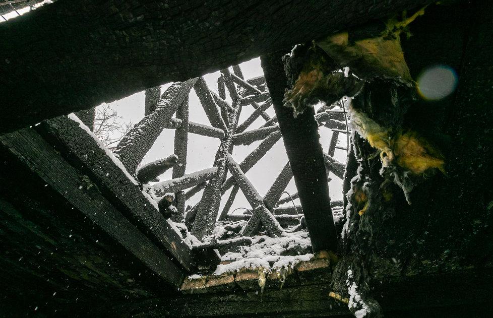 Pražský magistrát nechá zakrýt provizorní konstrukcí zbytky pravoslavného kostela svatého Michala ze 17. století, který 28. října 2020 z velké části poničil požár. Zakrytý by měl zůstat po dva roky. (26. ledna 2021)
