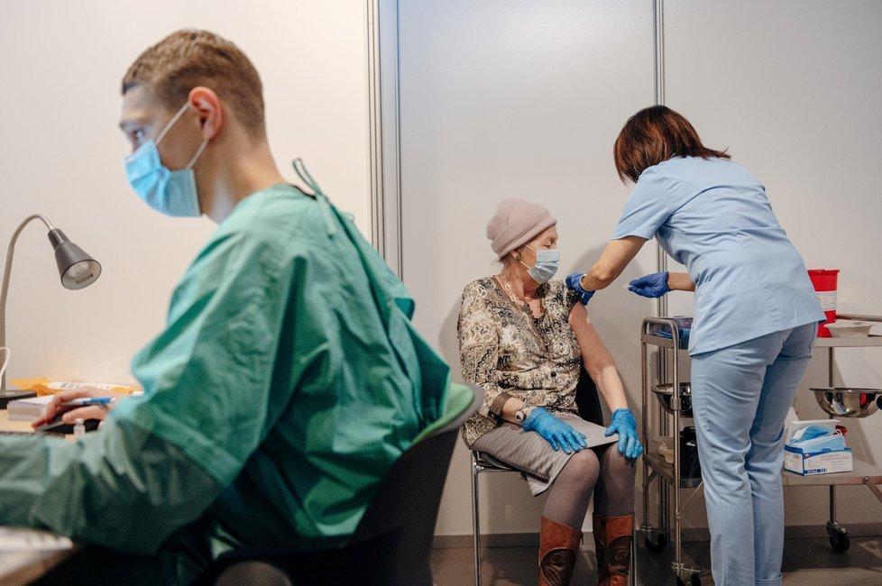 Očkování proti covid-19 v Polsku